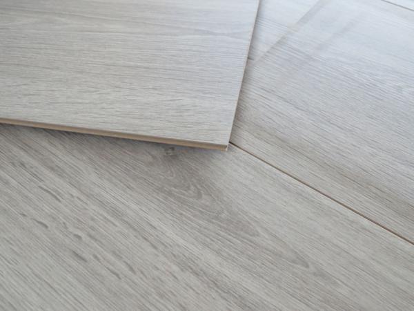 bodenfachmarkt d sseldorf megaliving xxl laminat 8mm gekalkt grau. Black Bedroom Furniture Sets. Home Design Ideas
