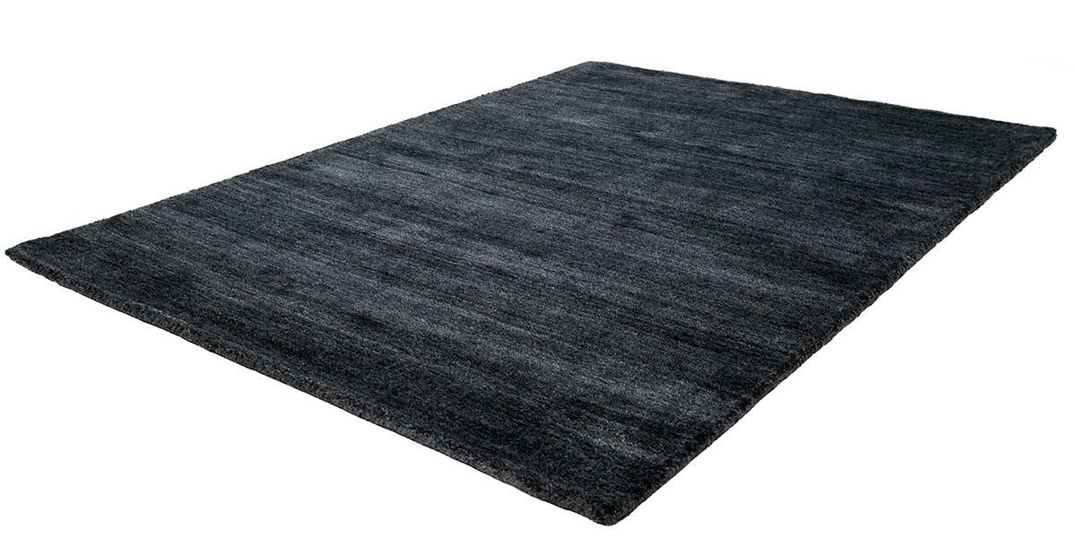 bodenfachmarkt d sseldorf teppiche in den farben rot wei schwarz und naturfarben. Black Bedroom Furniture Sets. Home Design Ideas